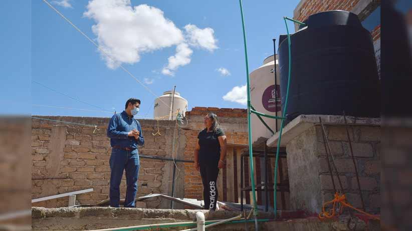 Supervisa Julio César Chávez instalación de tinacos