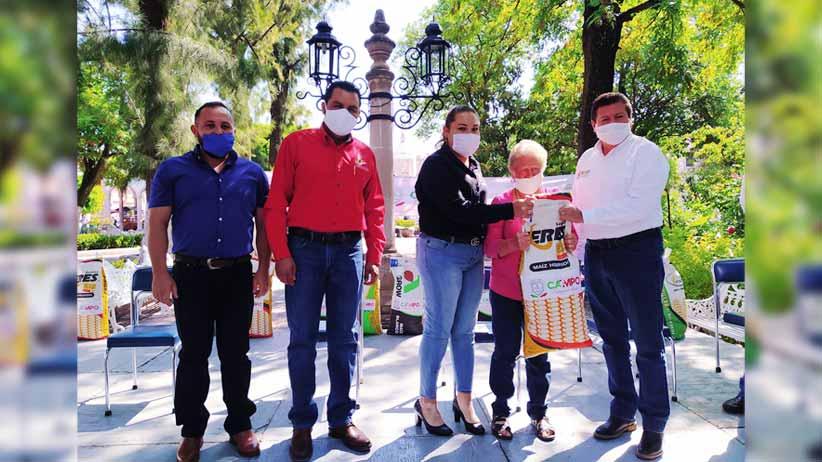 Entrega SECAMPO bultos de semilla de maíz mejorada a productores de Nochistlán