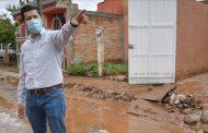 Atiende Julio César Chávez a guadalupenses afectados por las lluvias.