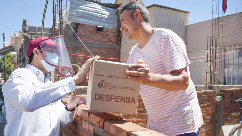 Entrega Julio César Chávez apoyos alimentarios en Villas de Guadalupe.