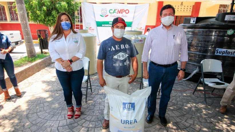 Gobierno de Tello apoya a productores de Apozol con implementos para el campo.