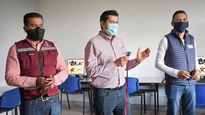 Nuestros paisanos no han dejado de trabajar y de pensar en su tierra: Julio César Chávez al inaugurar centro de cómputo