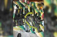 Policía Estatal asegura en Guadalupe a 22 personas, un arsenal, droga y equipo táctico