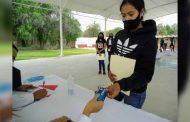 Entregan tarjetas de internet a estudiantes de seis municipios