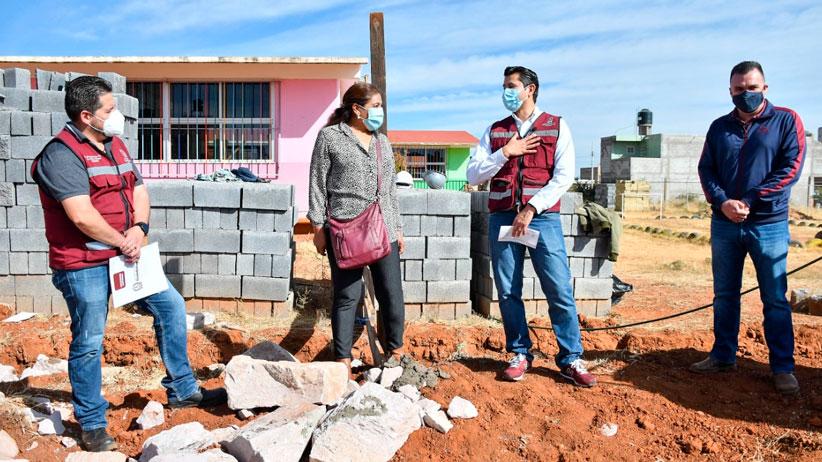 Supervisa Julio César Chávez construcción de muro perimetral en Jardín de Niños