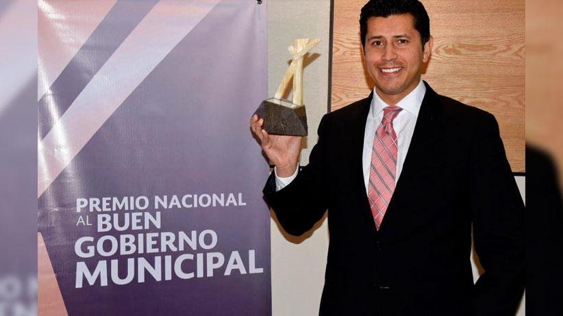 Recibe Julio César Chávez Premio Nacional a la Mejor Gestión Integral 2020