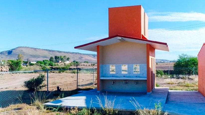 Entrega Tello obras para aprovechar agua y favorecer educación en Monte Escobedo