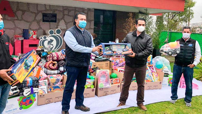 Recibe SEDIF donativo de 2 mil juguetes y cobijas del Voluntariado Modelo