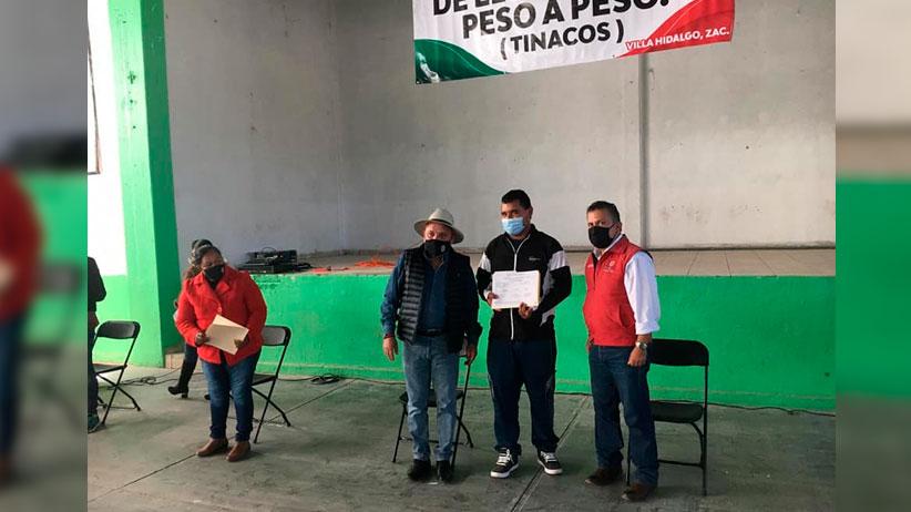 Miguel Torres entrega apoyos a adultos mayores y discapacitados