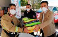Miguel Torres Rosales entrega uniformes para elementos de protección civil