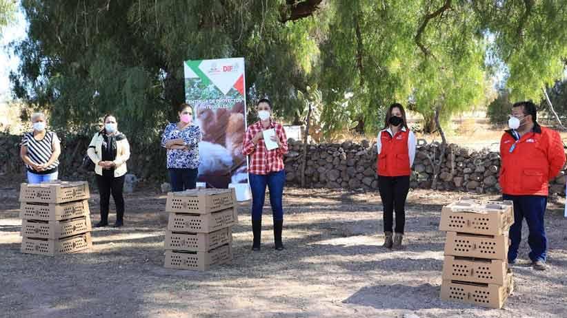 Entrega Cristina Rodríguez proyecto comunitario en Villa González Ortega