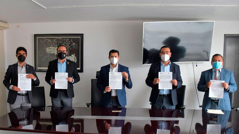 Firma Julio César Chávez convenio para la creación del Instituto de Investigaciones Históricas