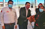 Sedesol beneficia a familias de Valparaíso con calentadores solares y paquetes de aves