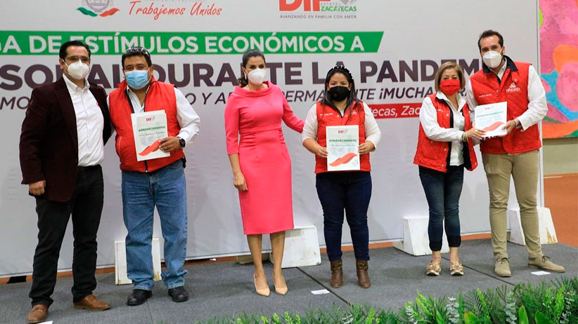 Personal de SEDIF recibe estímulos por destacado trabajo durante pandemia