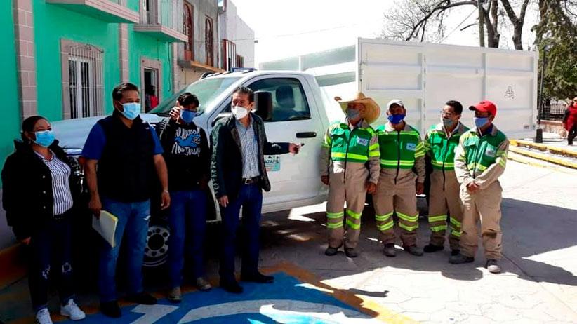 Macías Zúñiga entrega camión recolector para la comunidad de Cedros