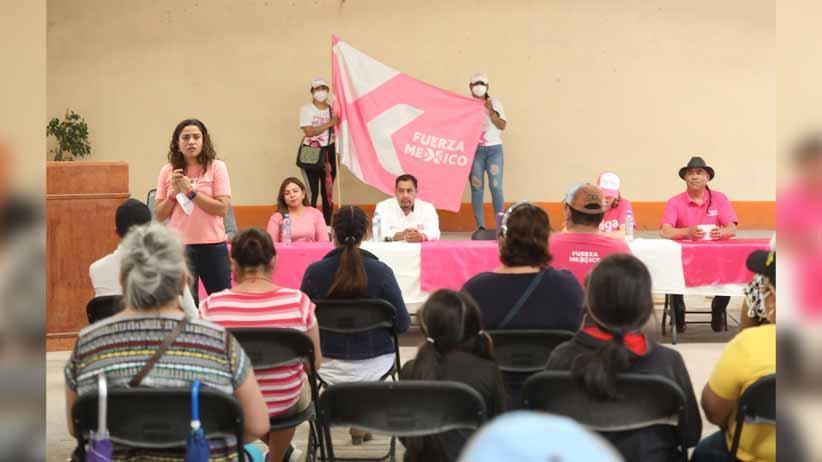 Arropa Caty Monreal a candidatos de Fuerza por México en el sureste zacatecano