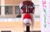 Rehabilitan la máscara Tastoan del Monumento al Migrante Apozolense