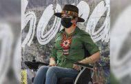 Recibe Claudia Anaya apoyo de personas con discapacidad