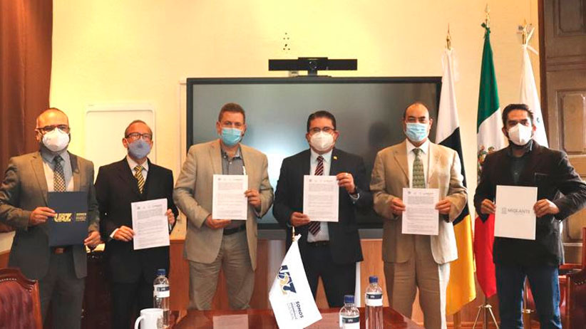 Sezami y UAZ firman convenio para brindar atención psicológica a migrantes zacatecanos