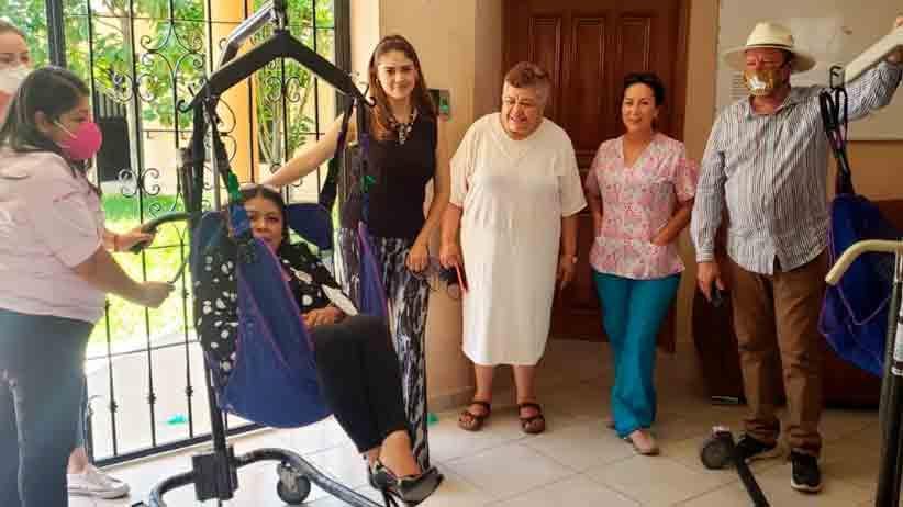 Club migrante dona grúa para movilización en asilo de Villanueva