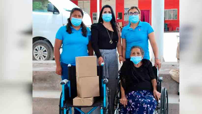SMDIF de Mazapil entrega aparatos funcionales, pañales y despensas a los mas necesitados