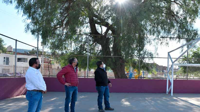 Rehabilitan cancha de usos múltiples en Barrio de Santa Rita