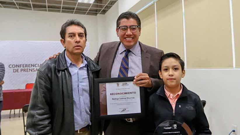 El alcalde, Saúl Monreal reconoce a Rodrigo Saldívar por obtener medalla de oro en olimpiada de matemáticas