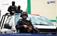En Pinos, aseguran vehículo en cuyo interior había poncha llantas, probable droga y casquillos