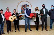 Dona SEDIF instrumentos musicales al Centro Bilingüe de las Artes Migrantes Ave Fénix, en Calera