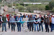 Durante gira de trabajo Gregorio Macías Zúñiga inaugura calle principal de Apizolaya