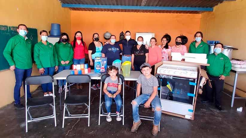 Laura Nava equipa escuelas y dependencias municipales en Chalchihuites