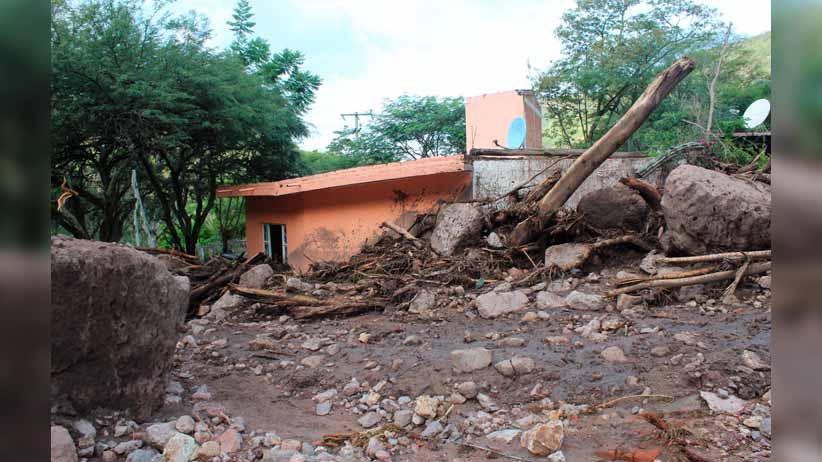 Fuerte tormenta deja estragos en comunidades de Jalpa