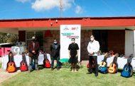 Apoya SEDIF con instrumentos musicales a niñas y niños