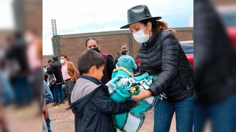 Atiende Sara Hernández de Monreal a familias afectadas por inundación