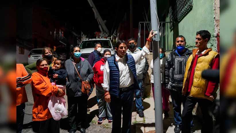 Supera la Capital meta de instalación de luminarias en la González Ortega